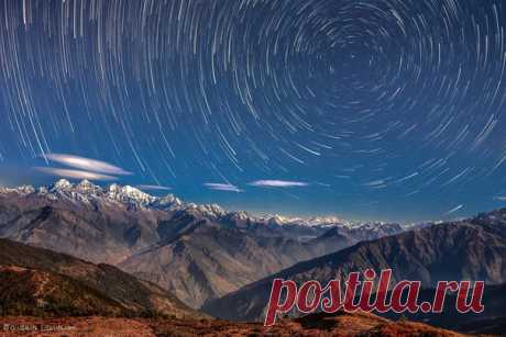 Starlit night in Langtang. Himalayas, Nepal. The author of a photo is Evgeny Samuchenko: nat-geo.ru\/photo\/user\/52530\/