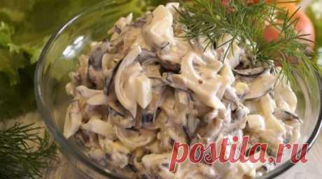 Шикарный салат из баклажанов. Рецепт будут выпрашивать все! - Сайт для женщин Просто шикарный салат! Он сытный, вкусный и состоит из минимального количества продуктов. Ваши гости не смогут определить основной ингредиент, так как по вкусу, он больше напоминает салат с грибами. Рецепт будут выпрашивать все! Ингредиенты Баклажаны – 3 шт. Яйцо куриное – 3 шт. Лук – 2 небольшие головки Майонез — 3 ст. ложки Соль, перец …