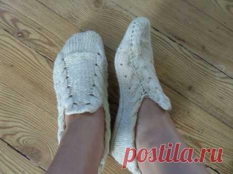 Las zapatillas tejido sobre dos rayos con las trenzas y llano, el tercer par — para los novatos