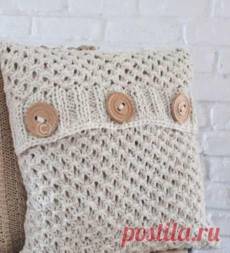 Ажурная подушка с пуговицами | Вязание спицами | Вязание спицами и крючком. Схемы вязания.