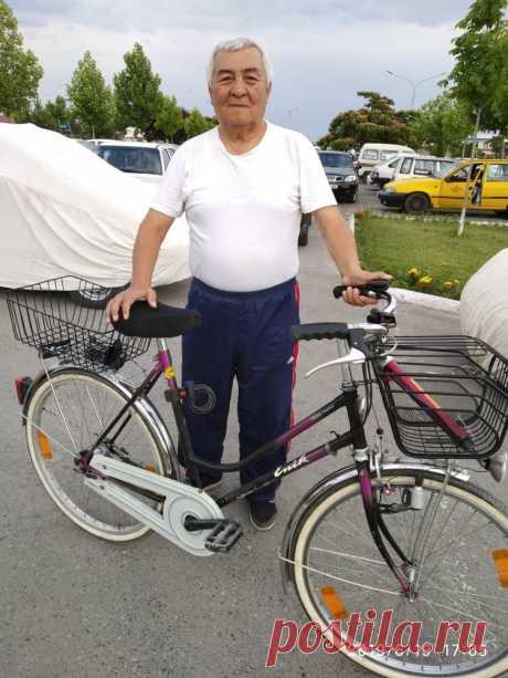 Отец на велосипеде