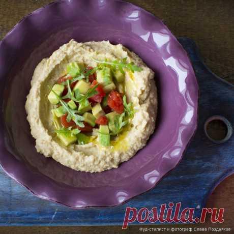 Кулинарные рецепты - Быстрый хумус с авокадо и помидорами - с фото и видео инструкцией на сайте Bonduelle.ru