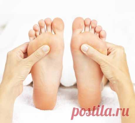 Оказывается, организм человека начинает стареть с ног. Это еще древние китайцы выявили, и в их практике описаны некоторые приемы, которые способствуют укреплению ног, а, значит, задерживают старение организма. Вот некоторые из них:
