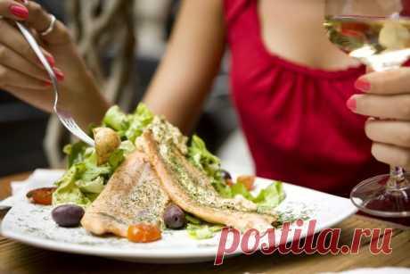 Можно ли ужинать без вреда для фигуры? Оказывается, да!  Сегодня в женском журнале «Я ХОЧУ» вы узнаете, как правильно питаться в вечернее время, чтобы похудеть. Какой ужин считается правильным. Что и когда лучше съесть, чтобы не навредить своей фигуре.