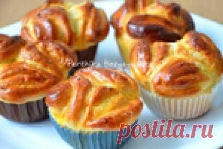 Сладкие булочки на сметане очень вкусные, красивые и ароматные.
