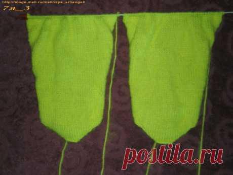 Носки, вязанные на двух спицах, со швом посередине.