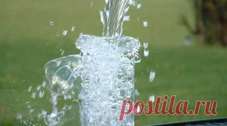 """Эмили: семь тропинок к здоровью и счастью А сейчас я хочу рассказать вам немного о том, как появилась вода """"Эмили""""🌸 В августе 2003 года, по рекомендации А.П. Хасанова, заслуженного геолога РФ, был исследована вода уникального источника, расположенного в п.Емельяново (Красноярский край). Ученые выяснили, что по биологическим свойствам вода не уступает лучшим водам из альпийских источников Франции 🌸  А подробнее историю воды вы можете узнать по ссылке https://www.vodaemily.ru/history."""