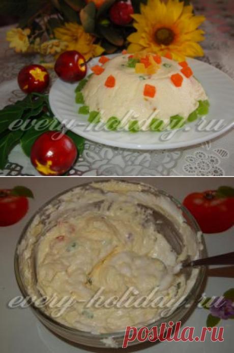 La rosca de Pascua de Pascua caseosa con las frutas confitadas, la receta de la foto