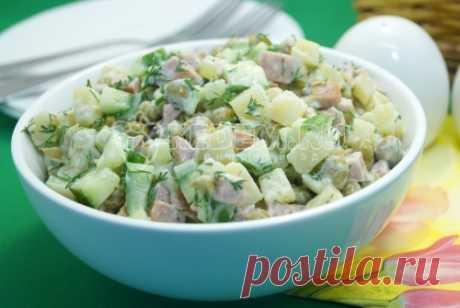 Салат с консервированным горошком Вкусный и простой в приготовлении салат с консервированным горошком, который можно приготовить по любому поводу.