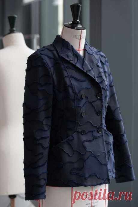 Камуфляж haute couture: Dior выпустил обновленную версию легендарного жакета-бар . Милая Я