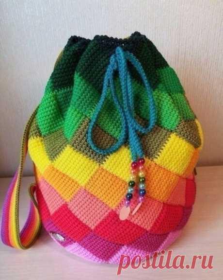 Вяжем красивый разноцветный рюкзак