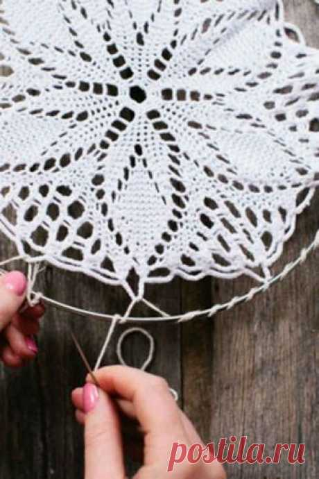 41 Amazing Free People-Inspired DIYs- dream catcher with a doily