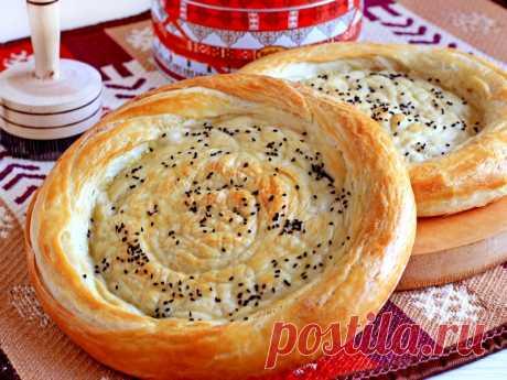 Лепешки на любой вкус. Катлама  Катлама - особый вид слоеных узбекских лепешек, которые горячо любимы всем узбекским населением. Существует 2 вида таких лепешек: самые жирные обжариваются в масле на сковороде, другие же выпекаются …