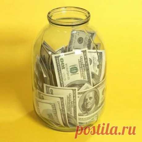 Где хранить деньги? Банк или банка?   Приветствую Вас, дорогие читатели! Сегодня поднимаю волнующий многих вопрос: где надежнее хранить деньги? Банк или банка?  До недавних событий, любой здравомыслящий человек ответил был на вопрос «где хранить деньги» — конечно же в Банке, чем в банке. Но почему люди бегут в банк забирать свои деньги? Почему считают, что хранить деньги дома в банке спокойнее? Рассмотрим основные причины: