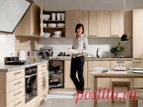 Как грамотно спроектировать кухню и избежать ошибок. 9 советов | Жильё Моё Планирование кухни - не такой простой процесс, как может показаться, от грамотного расположения техники и шкафов зависит удобство при готовке, а следовательно, настроение и качество блюд.