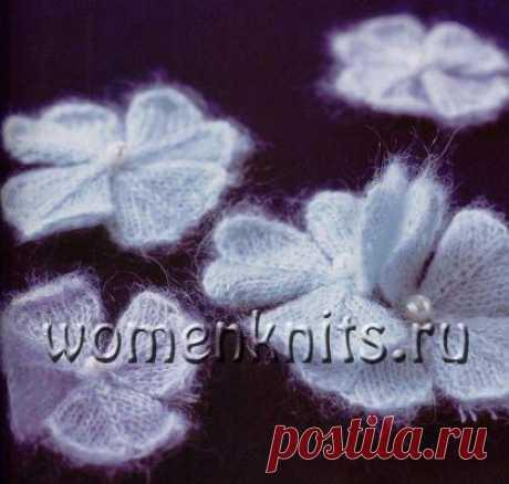 Цветок четырехлистник спицами