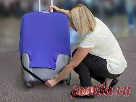 Защитный чехол на чемодан своими руками Распишем как сшить удобный чехол для чемодана из подручных средств. Сама работа напоминает обтяжку мебели в домашних условиях. Чехлы нужны чтобы защищать чемодан от грязи, и для удобства нахождения ср...
