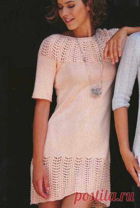Симпатичное платье с ажурным узором   Размеры: 34/36, 38/40 и 42-44.  Данные для размера 38/40 приведены в скобках ( ), для размера 42/44 - в двойных скобках (( )).  Если указано только одно значение, оно применяется ко всем 3 размерам.  Длина платья: примерно 88-90 см.  Вам потребуется:  550 (550) ((600)) г пряжи типа LINIE 11 ALPHA от Online цвета лосося номер 98 (100% хлопок, 104 м/50 г); длинные и короткие круг. спицы №3,5-4.  Ажурный узор: число петель кратно 10.  В к...