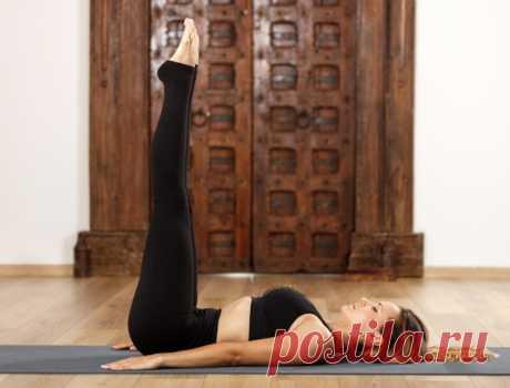 Чем полезно упражнение «ноги вверх» и как его правильно выполнять - The-Challenger.ru