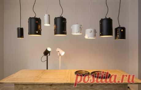 Металлические лампы из отработанных бойлеров кофейных машин.  Такие светильники прекрасно подойдут для индустриальных интерьеров в стиле лофт, а также для помещений, выполненных в стиле минимализм. Они придадут определенный шарм вашей квартире или офису.