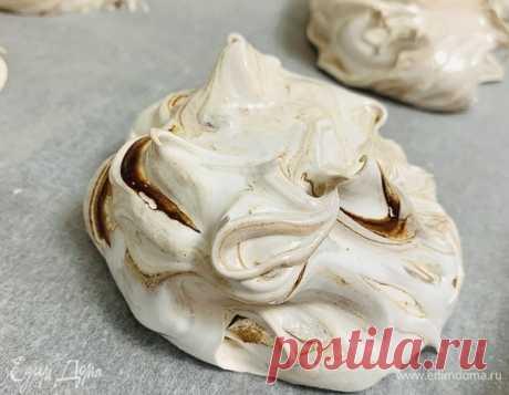 Шоколадная меренга. Ингредиенты: яичные белки, сахар, ванилин Шоколадную меренгу можно использовать в качестве самостоятельного десерта или украшения для торта. Чем меньше размер меренги, тем меньше времени понадобится для выпекания в духовке, при этом точно ...