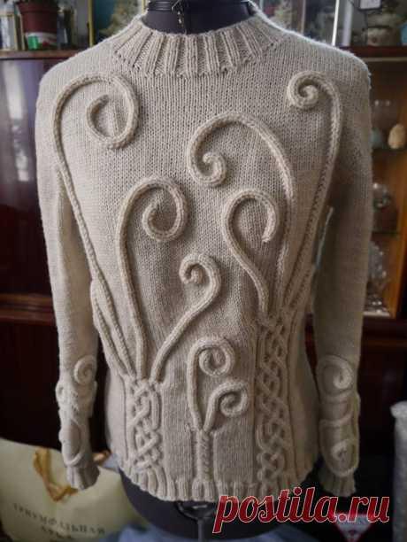 Очень красивый свитер с аранами