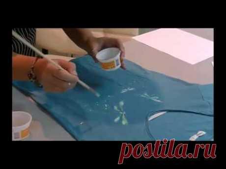 La pintura por la tela por los tintes acrílicos