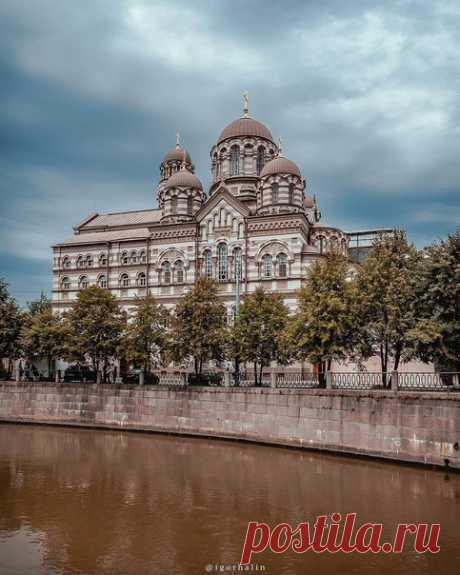 Великолепное строение на берегу реки Карповки — Свято-Иоанновский женский монастырь  igorhalin