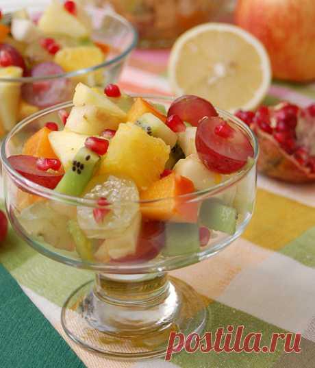 «Бомбовый» фруктовый салат. Рецепт салата из фруктов. Очень красочный и вкусный фруктовый салат, рецепт с медом – устройте праздник для детей! Смотрите подробные фото и читайте рецепт салата из фруктов - это бомба!