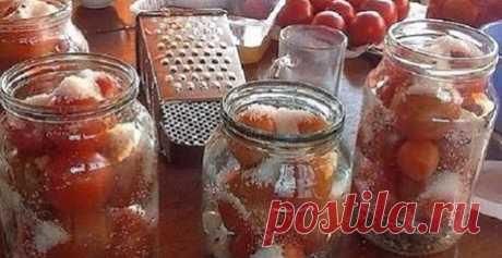 Делюсь обалденным рецептом засолки помидор в литровые банки. Очень вкусно! Состав и приготовление:  Банки стерилизуем и укладываем в них 1-2 зубчика чеснока,добавляем листик лаврушки и кладем небольшие помидоры. Заливаем помидоры кипятком и накрываем крышками на 15 минут. За…
