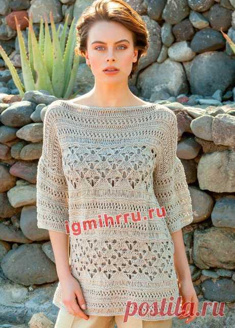 Свободный пуловер цвета грежа с сочетанием узоров. Вязание спицами со схемами и описанием