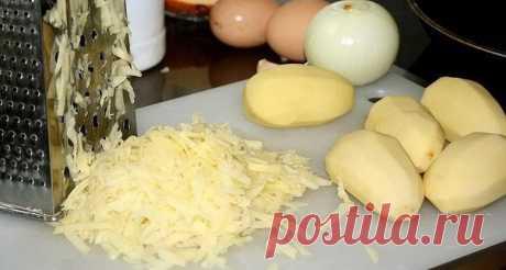 Драники с сыром  Ингредиенты: - 7-10 средних картофелин - 1-2 средних луковицы - 1-2 яйца - 50-100гр. сыра типа Ламбер(можно любой) - 2-3 зубчика чеснока - соль, перец - 2-3 ст.л. муки - раст. масло для жарки  Приготовление:  Картофель очистить, помыть, обсушить, натереть картофель на крупной терке, на мелкой терке сыр, натереть или мелко нарубить лук, раздавить чеснок, добавить соль, перец и яйца. Всё хорошо перемешать, добавить муку по мере надобности(чтобы не было во...
