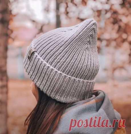 Как связать модную шапку спицами просто