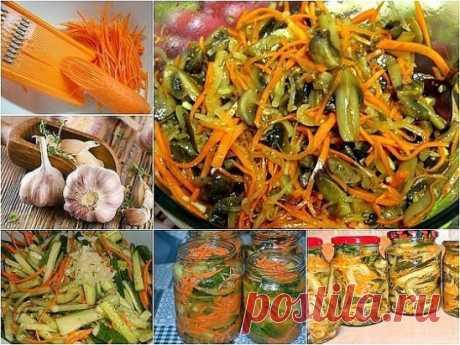 """Салат """"Огурцы с морковью по корейски"""" Ингредиенты: - 2 кг огурцов, - 2 моркови, - 1 головка чеснока, - 125 мл уксуса 9% - 80 г сахара, - 100 мл растительного масла, - 2 ч. ложки соли, - приправа для корейской моркови. Приготовление: 1. Натереть огурцы на терке для корейской моркови, до той части, где начинается мя"""