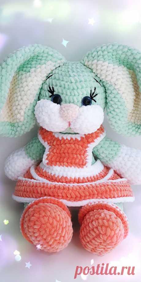PDF Зайка Олли крючком. FREE crochet pattern; Аmigurumi doll patterns. Амигуруми схемы и описания на русском. Вязаные игрушки и поделки своими руками #amimore - Плюшевый заяц, зайчик, кролик, зайчонок, зайка, крольчонок.