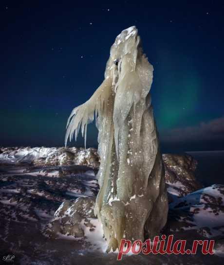 Фото дня. Замёрзший фотограф в ожидании северного сияния .