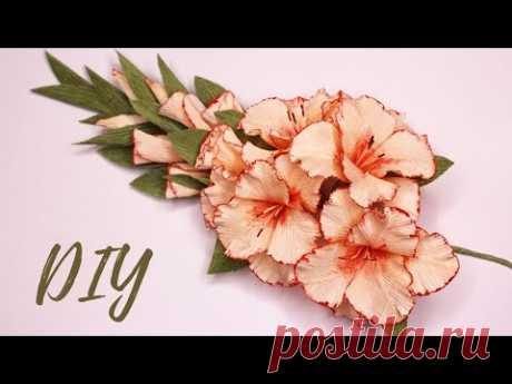 Гладиолусы из гофрированной бумаги / Цветы из бумаги /  DIY Gladiolus from crep paper - YouTube  Сегодня покажу как сделать самые осенние цветы - это гладиолусы. Веточку гладиолусов сделать довольно легко и такими цветами можно украсить любую осеннюю композицию.