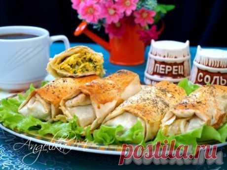 Пирожки из лаваша с яйцом и луком - 11 пошаговых фото в рецепте Закуски из лаваша всегда очень популярны. Из лаваша можно приготовить замечательные пирожки с яйцом и луком, которые подойдут для перекуса или пикника. Такие пирожки вкусны как в горячем, так и в холодном виде. Ингредиенты