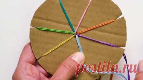 Вы когда-нибудь пробовали такой вид рукоделия? :) Нам вот очень понравилась вязанная сумочка, и мы решили научиться делать такие же своими руками! 😍 А что впечатлило вас?