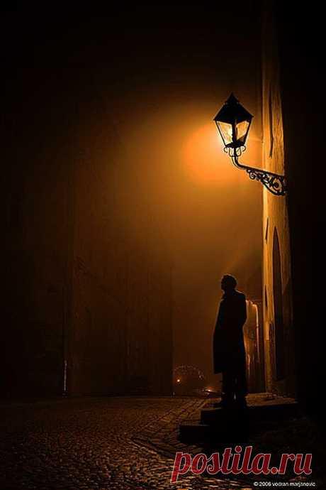 Ночь, улица, фонарь,.. аптека за углом.
