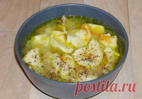 Суп с чесночными галушками — идеальное блюдо к обеду - interesno.win Суп с чесночными галушками — отличное блюдо для разнообразия вашего меню. Готовится...