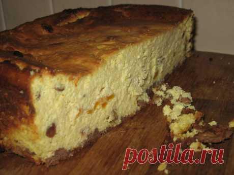 Простий рецепт сирника Сирник - мій улюблений пляцок. Готувати його зовсім не складно, лише трохи довго :) Але головне - мати добрий рецепт! Сирник треба пекти тіл...