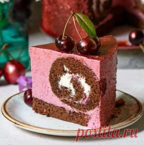 Муссовый торт с шоколадным рулетом