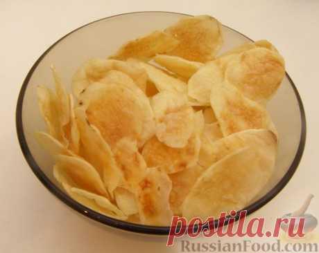 Рецепт: Картофельные чипсы в микроволновке. Несложный в приготовлении рецепт. Картофельные чипсы в микроволновке готовятся быстро и без хлопот, от вас потребуется только нашинковать картофель. Такие чипсы гораздо полезнее покупных!