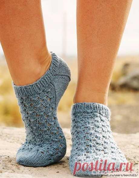 Теплые ажурные носочки вязаные спицами..