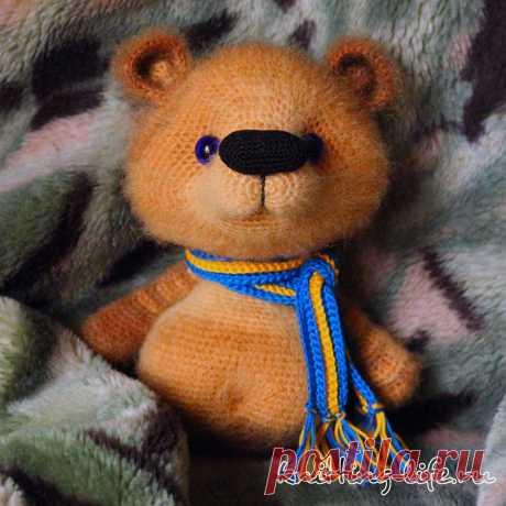 Медвежонок Василёк. Стихотворение про медвежонка, который прекрасно знает лес. Амигуруми медвежонок связан крючком #МедвежонокВасилёк #Стихотворениепромедвежонка #мишка #крючок #игрушка #вязание #вязанаяжизнь #вязанаяигрушка #вязаныймишка #амигуруми #амигурумимишка
