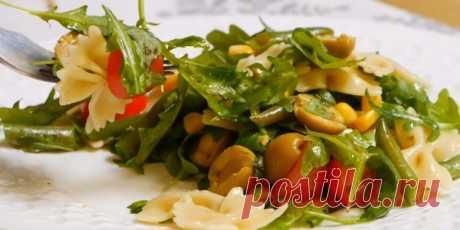 10 постных салатов, которые не оставят вас голодными Салаты с нутом, пастой, фасолью, булгуром, тофу, грибами и овощами понравятся постящимся, веганам и всем, кто хочет разнообразить своё меню. 1. Постный салат с пастой, стручковой фасолью, оливками и зелёной заправкой Ингредиенты 80 г фарфалле (паста в форме бабочек); соль — по вкусу; 150 г...