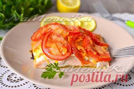 Горбуша запеченная в духовке с морковью, луком и майонезом Рецепт приготовления горячей рыбной закуски - горбуши, запеченной с овощами и майонезом в духовке. Такое блюдо может быть приготовлено как к повседневному, так и праздничному обеду.