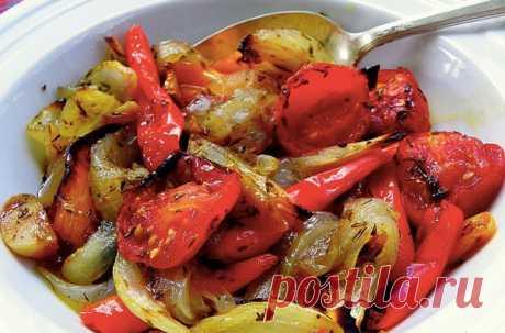 Овощи, запечённые в маринаде. Получаются они просто божественно вкусными. И всегда съедаются полностью, сколько бы вы их не приготовили. Овощи в духовке сами по себе вкусные, но с нашим маринадом они получаются потрясающими.  Ингредиенты: 1 болгарский перец Показать полностью…