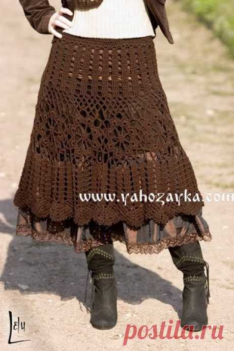 La falda en el estilo boho por el gancho. La falda de chocolate por el gancho para las mujeres la Falda en el estilo boho por el gancho. La falda de chocolate por el gancho para las mujeres
